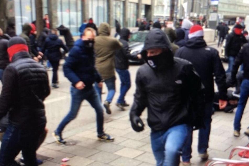 Massenschlägerei mitten in München: Polizei muss Ultra-Gruppen trennen