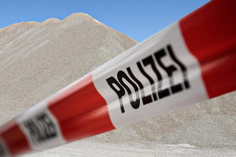 Tödlicher Arbeitsunfall: Mann von Sand verschüttet
