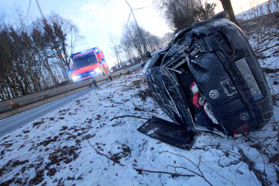 Die 20-jährige Frau aus Lüdge wurde ins Krankenhaus gebracht.
