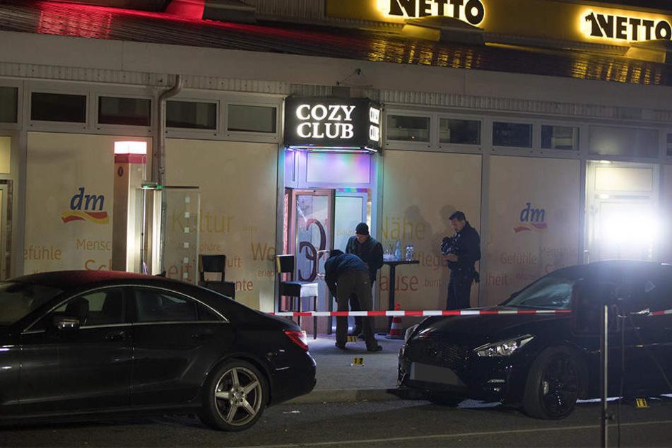 Vor einer Berliner Disko gab es Schüsse, eine Person starb.