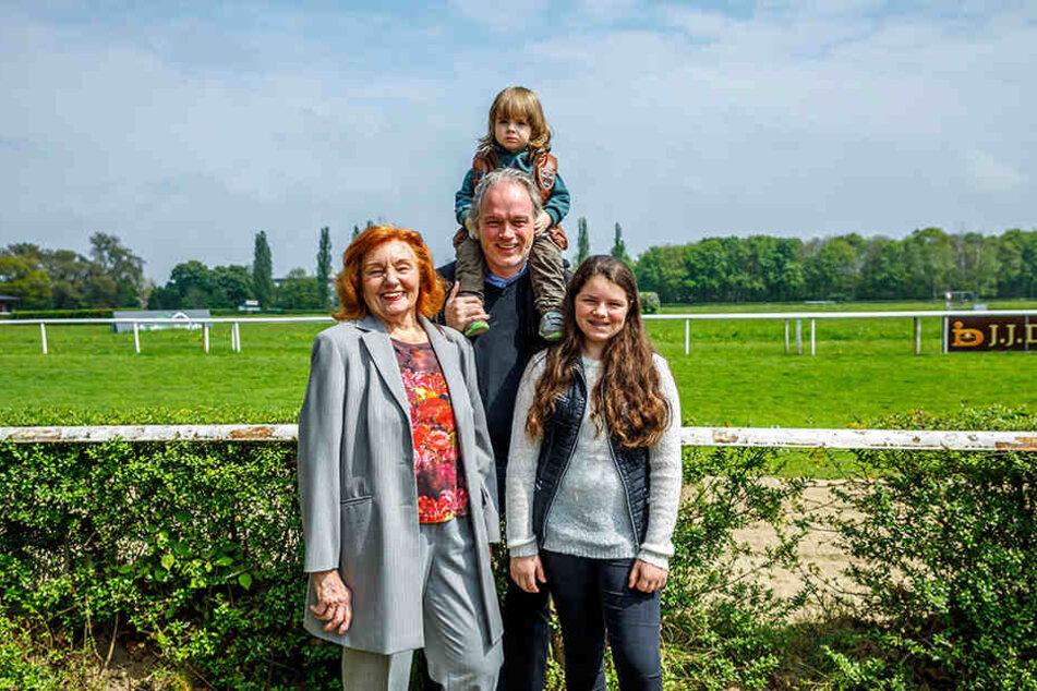 Auszeit für die Magier-Familie: André Sarrasani (44) mit seiner Mutter Ingrid  (83) und den Kindern Satin (12) und Noah (2).