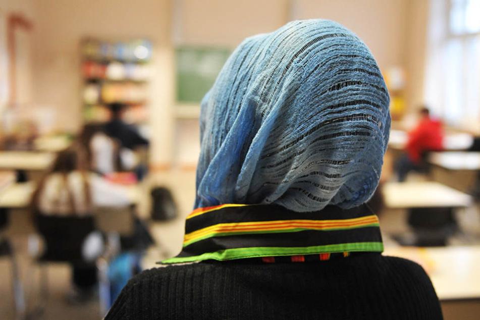Bisher dürfen Muslima im Unterricht kein Kopftuch tragen. (Symbolbild)