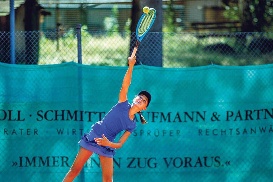 Harter Aufschlag: Lavinia trainiert fast täglich, um später einmal Profispielerin zu sein.