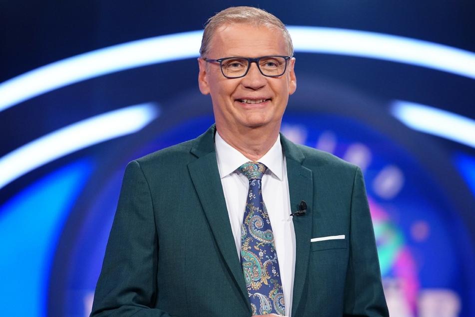 """Günther Jauch (65) erfindet bei """"Wer wird Millionär"""" spontan den sogenannten Moderatoren-Joker."""