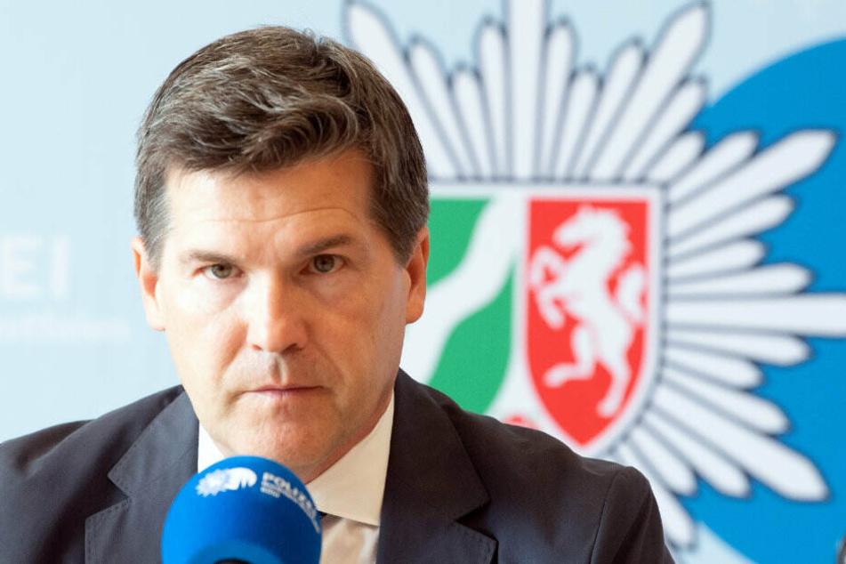 Staatsanwalt Ulrich Bremer bei der Pressekonferenz zum Glukosetest-Fall.