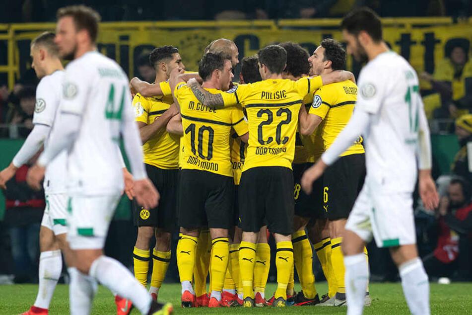 Der BVB schlug noch vor der Pause zurück: Kapitän Marco Reus (nicht im Bild zu sehen) traf mit einem herrlichen Freistoß zum 1:1.