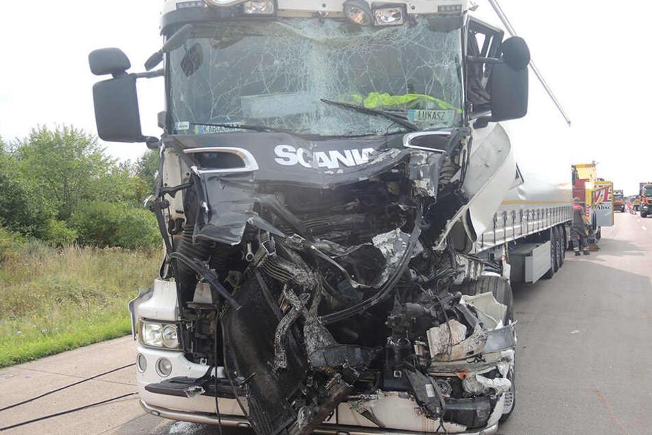 Der Lkw-Fahrer wurde bei dem Unfall verletzt und kam in ein Krankenhaus.