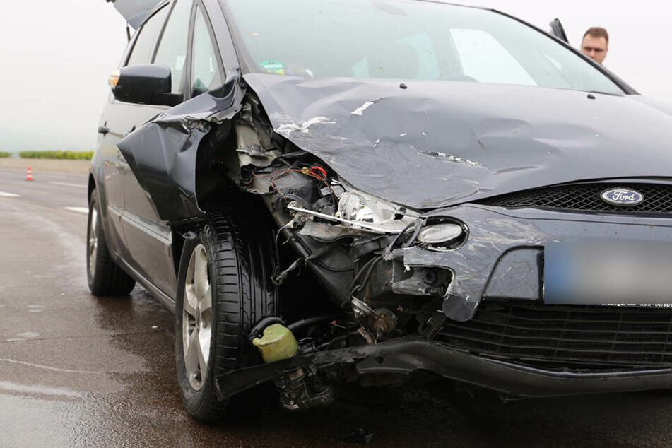 Der Ford war offenbar zu schnell auf der Autobahn unterwegs.