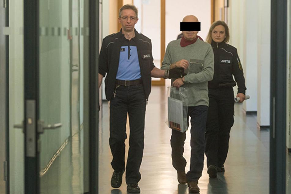 Heinrich S. (70) muss mal wieder in Haft.