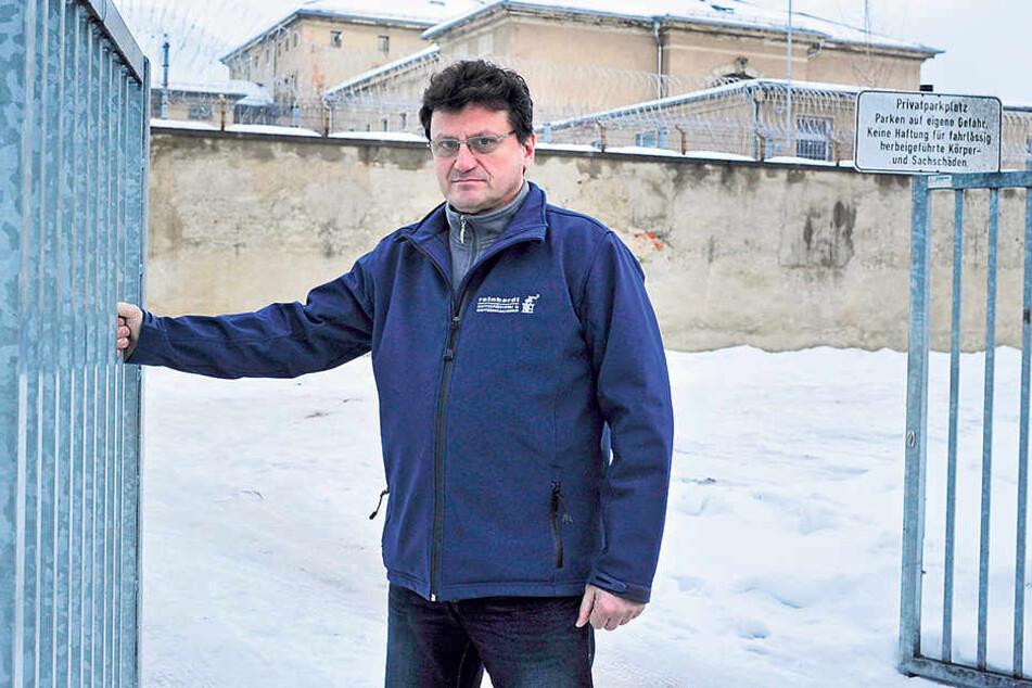 Da fehlen ihm fast die Worte: Vereinsmitglied Maik Reinhardt (52) möchte die Baustelle besser absichern.