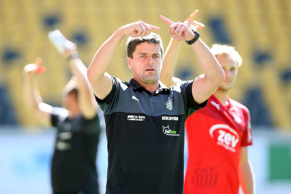 Kann Trainer Torsten Ziegner seine Zwickauer heute zum Auswärtssieg  dirigieren?