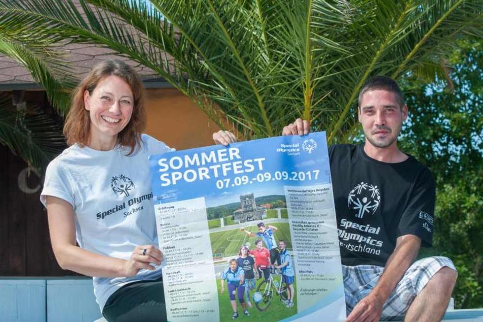 Die Special-Olympics-Projektleiterin Bianca Klotzsche (41) und der Glauchauer Fußballer Christian Lutz (31) präsentierten am Montag das Program des Sommersportfestes.