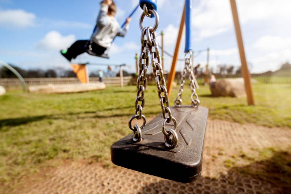 Auf einem Spielplatz in Niederbayern wurde eine gefährliche Falle entdeckt. (Symbolbild)