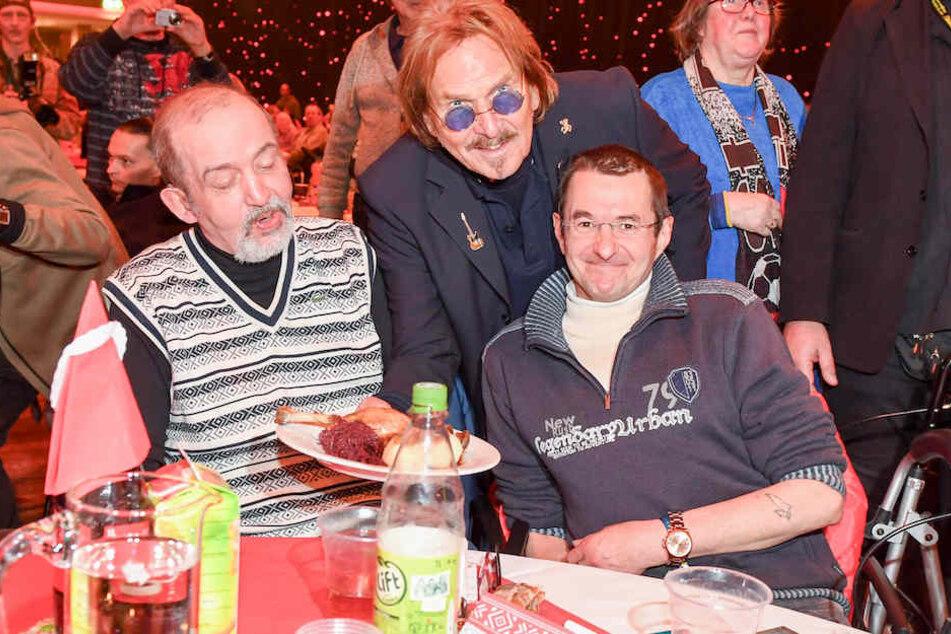 Große Stimme und großes Herz: Frank Zander spendiert Obdachlosen ein Weihnachtsessen. (Archiv)