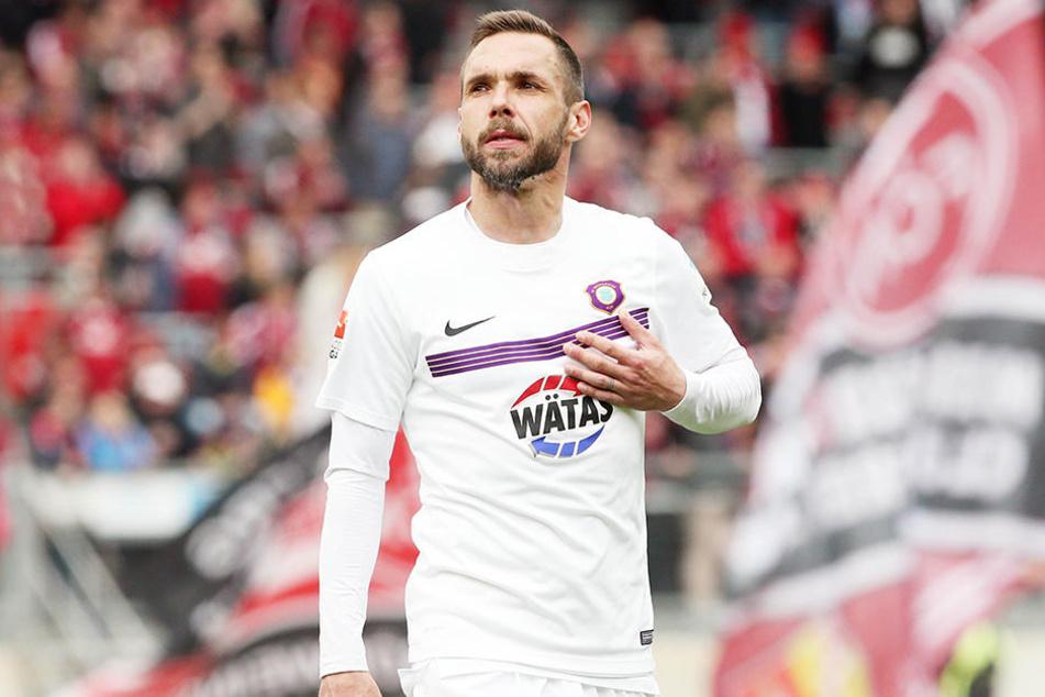 Christian Tiffert hat seinen Vertrag bis 2018 verlängert.