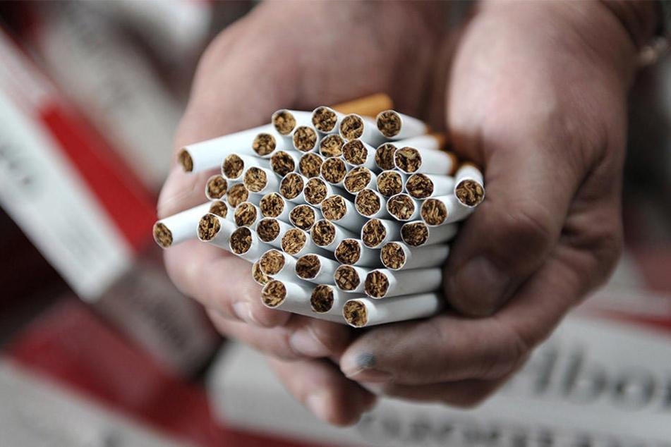 Der durch den Zigaretten-Schmuggel des Ehepaars entstandene Steuerschaden geht in die Hunderttausende (Symbolbild).