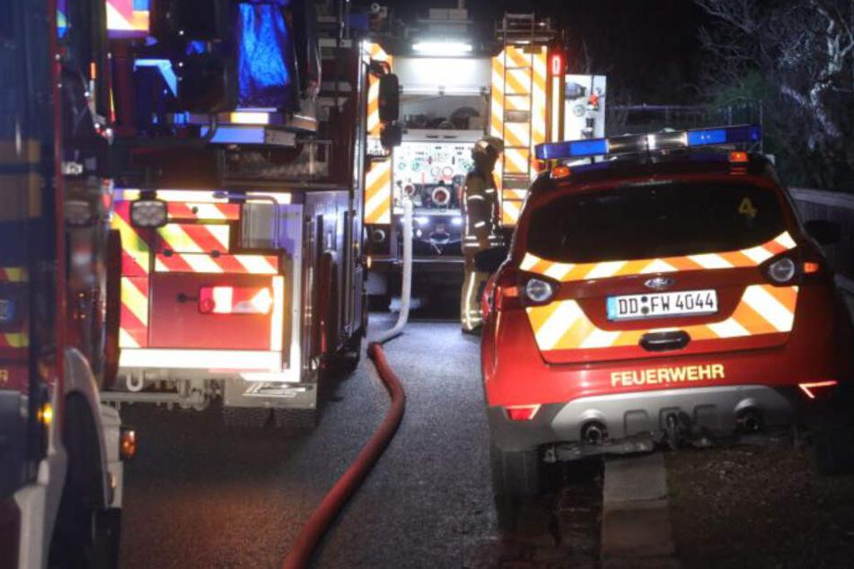 Dresden: 33 Einsatzkräfte in Dresden-Löbtau: Gartenlaube brennt nach Einbruch-Serie!