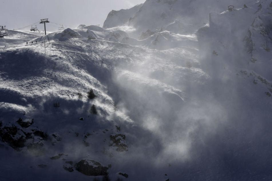 Die Skigruppe aus Bayern löste eine Lawine aus. (Symbolbild)