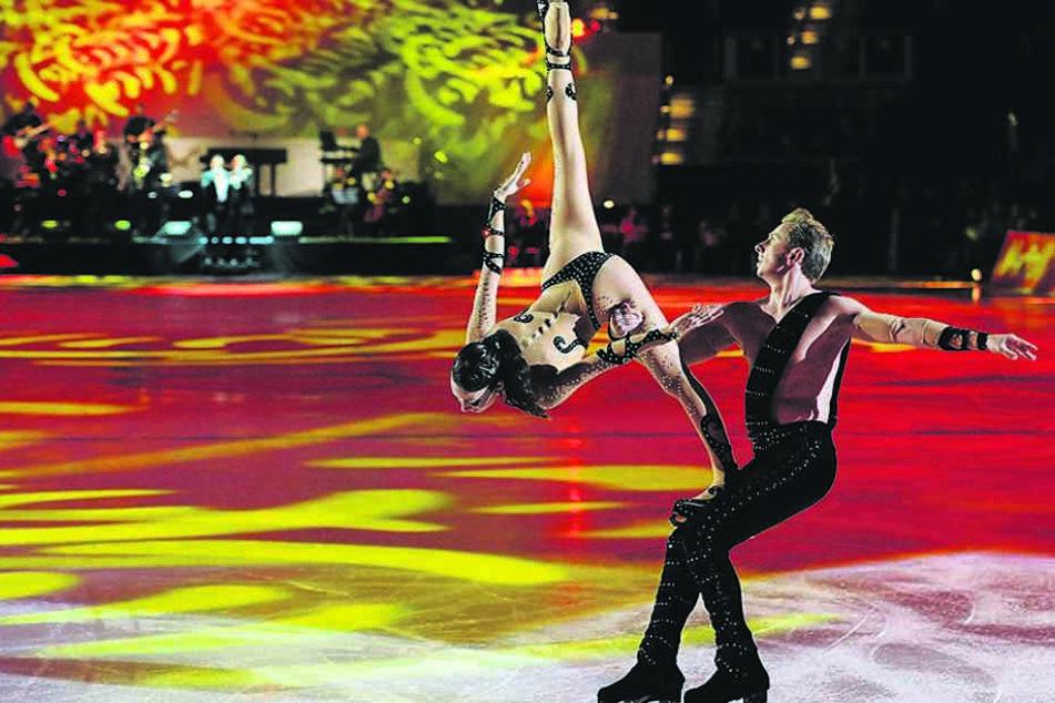 Spektakulär wird auch der Auftritt der russischen Eisakrobaten Fiona Zaldua und Dmitry Sukhanov.