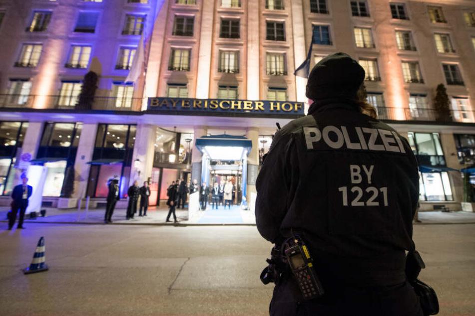 """Neben dem """"Bayerischen Hof"""" als Tagungsort gilt es auch noch elf weitere Hotels abzusichern. (Archiv)"""