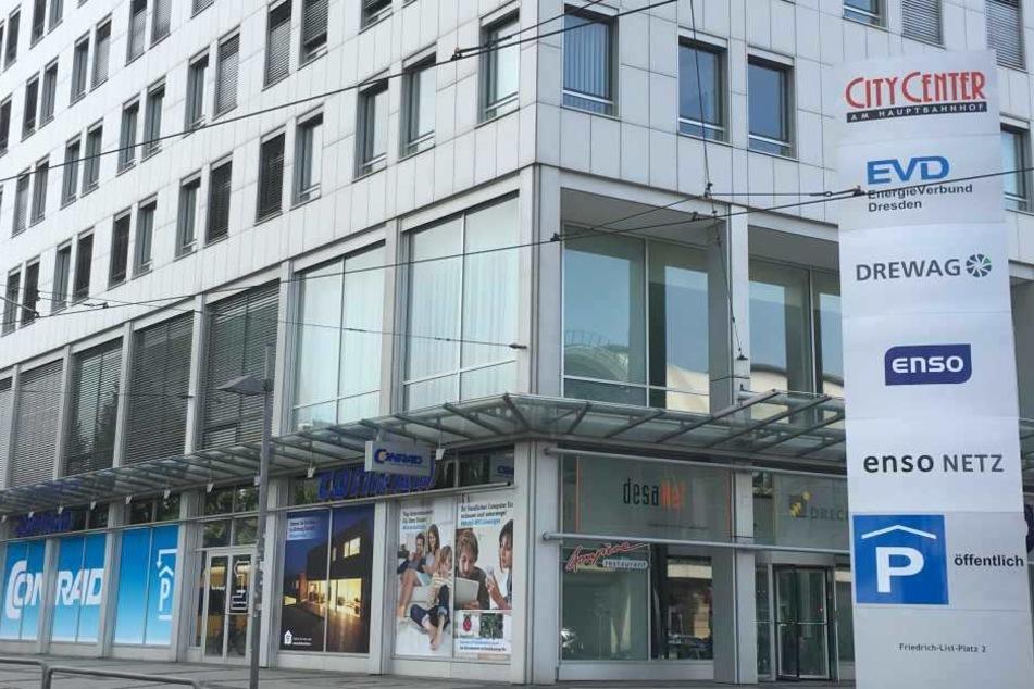Conrad-Filiale am Hauptbahnhof in Dresden.