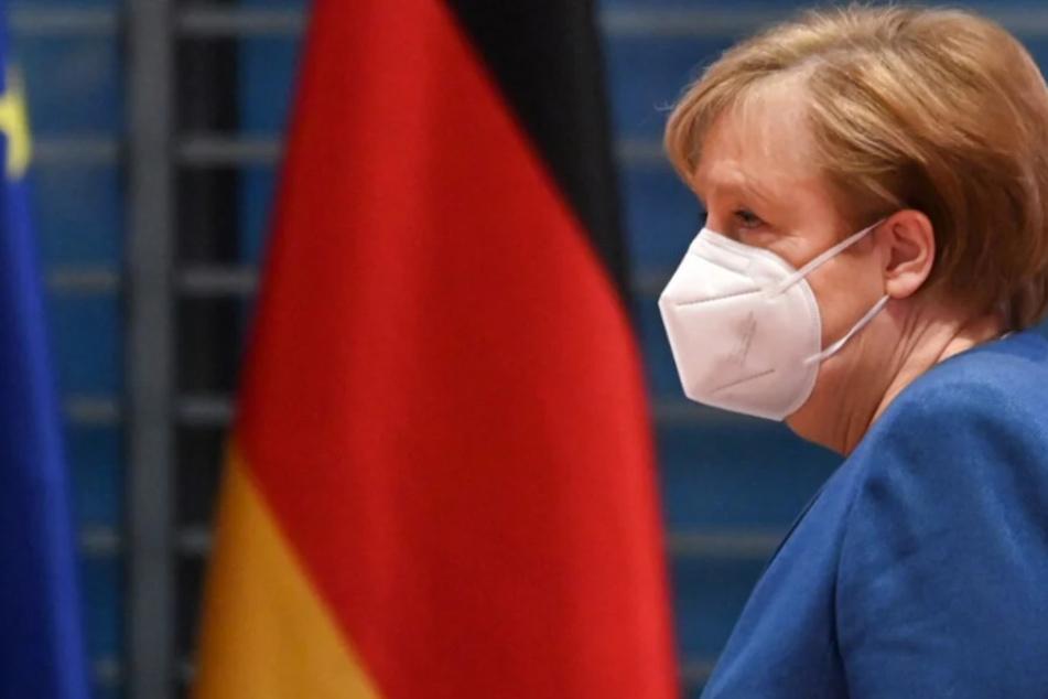 Bundeskanzlerin Angela Merkel (66, CDU) mit Mund-Nasen-Maske bei einer Kabinettssitzung im Bundeskanzleramt.