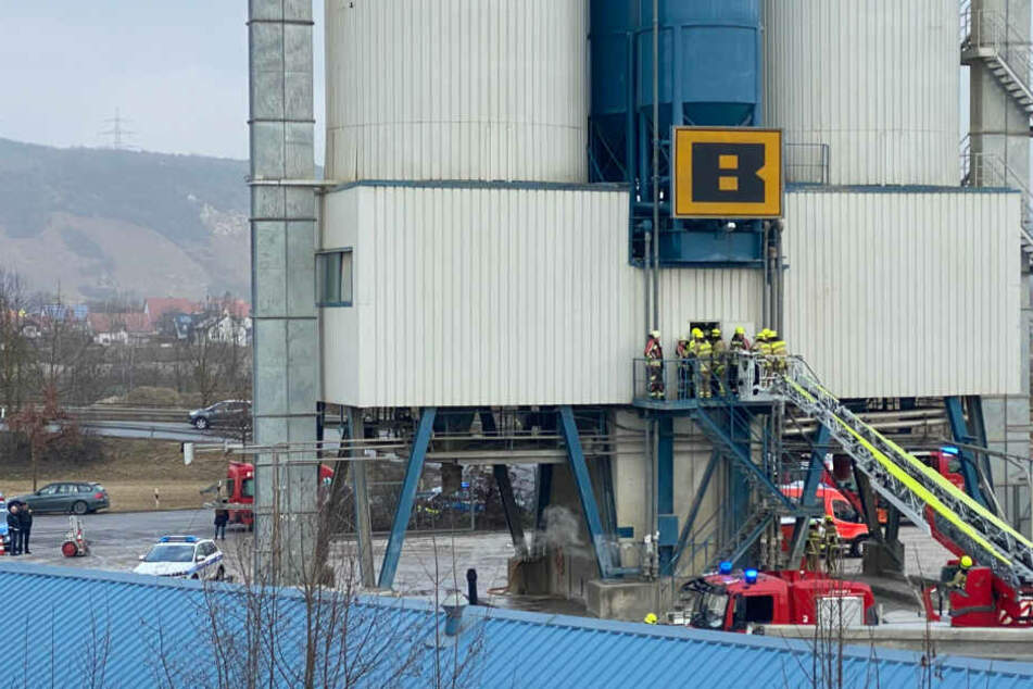Horror-Unfall in Betonwerk: Tonnenschwerer Sand begräbt zwei Menschen! Beide tot!