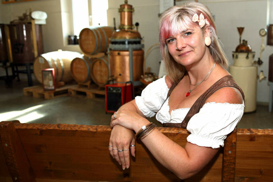 Die letzte ihrer Art: Noch ist Nicole Lehmann (34) aus Bockau Vugelbeerprinzessin, das Amt wird jedoch abgeschafft.