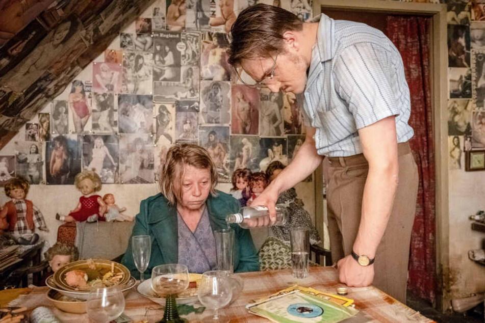 "Jung-Schauspieler Jonas Dassler spielt Fritz Honka (rechts) im neuen Akin-Film ""Der goldene Handschuh""."