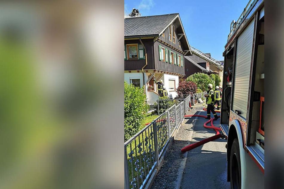 Bei dem Brand in einem Einfamilienhaus in Klingenthal sind rund 30.000 Euro Schaden entstanden.