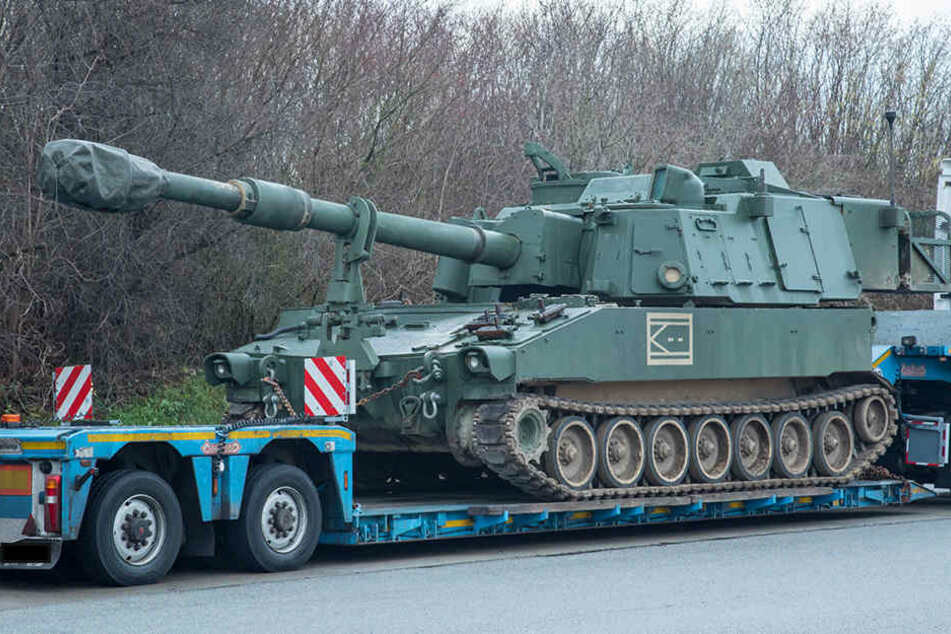 sie wollten nach deutschland polizei stoppt mehrere panzer auf der a4. Black Bedroom Furniture Sets. Home Design Ideas
