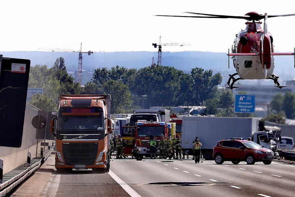 Laster krachen aufeinander: A4 mitten im Berufsverkehr gesperrt!