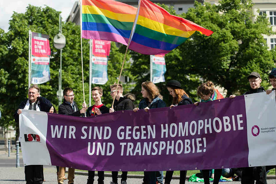 Teilnehmer der Demonstration des Lesben- und Schwulenverband LSVD auf dem Wittenbergplatz 2015.
