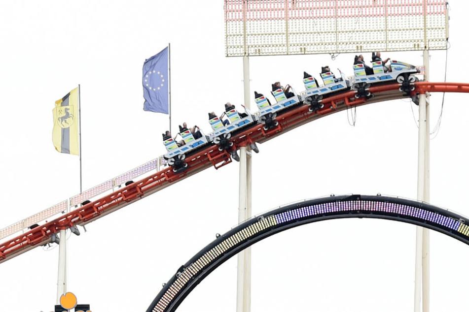 Mehrere Besucher der Mannheimer Herbstmesse saßen eine Stunde in einer Achterbahn fest. (Symbolbild)
