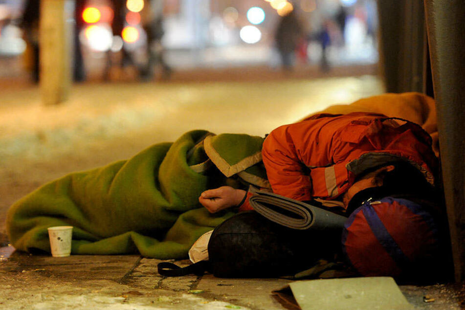 Der Obdachlose wurde überfallen, während er schlief.