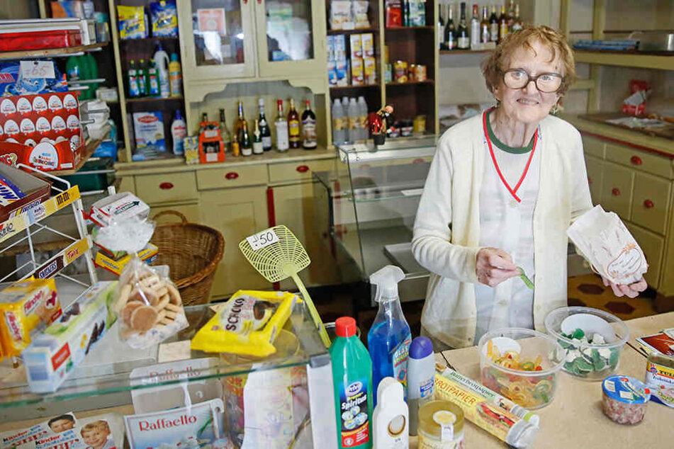 Das Geschäft war ihr Leben: Seit 1928 blieb Annelies aus Koselitz  ihrem Laden treu.