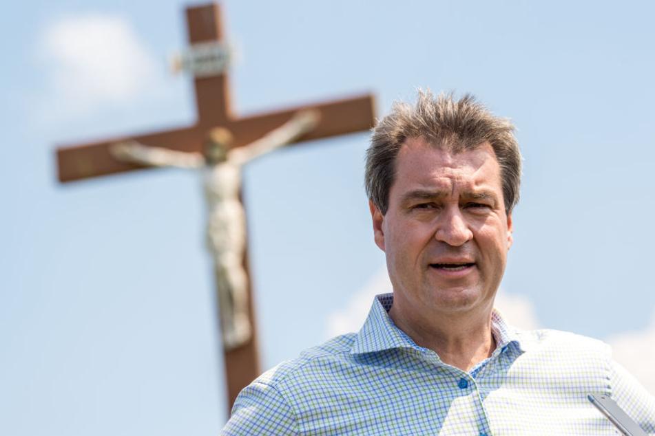 Markus Söder (51, CSU) am Mittwoch. Am Abend verletzten sich elf Menschen auf seiner Wahlkampfveranstaltung.