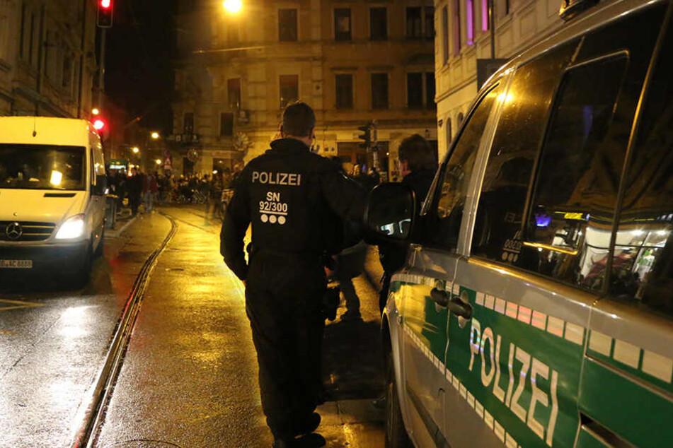 Über das ganze Wochenende waren insgesamt 81 Polizisten in der Dresdner Neustadt im Einsatz.