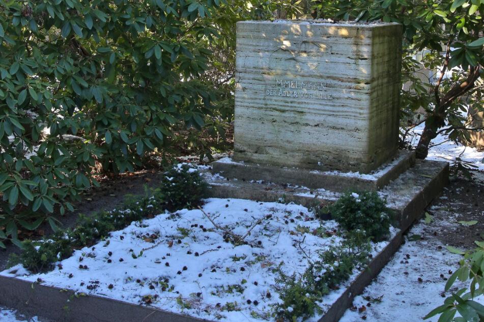 Von seinem Grabstein wurde die zwei Meter große Statue gestohlen.