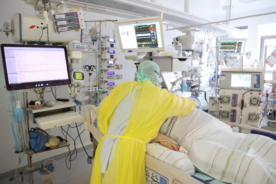 In Suhl und dem Landkreis Hildburghausen haben die Zahl der Neuinfektionen und die der Krankenhausbelegungen zugenommen. Nun müssen die Kommunen mit entsprechenden Maßnahmen reagieren. (Symbolfoto)