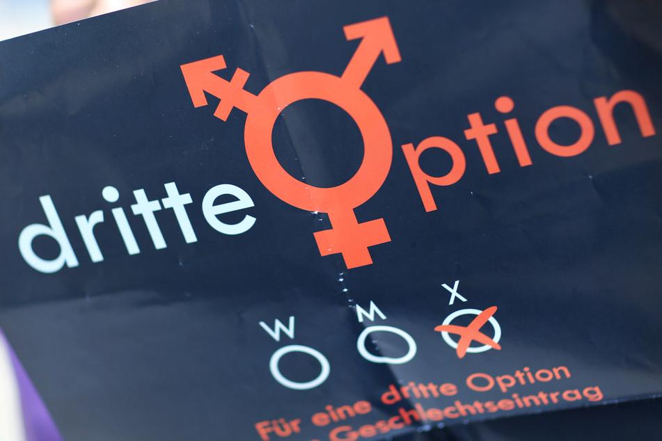 Im zweiten Jahr nach der Einführung des dritten Geschlechts haben sich in Hamburg sieben Menschen als divers registrieren lassen.
