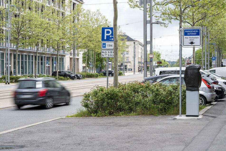 Automat statt Parkscheibe: Auf der Straße der Nationen Richtung Bahnhof wird nun abkassiert.