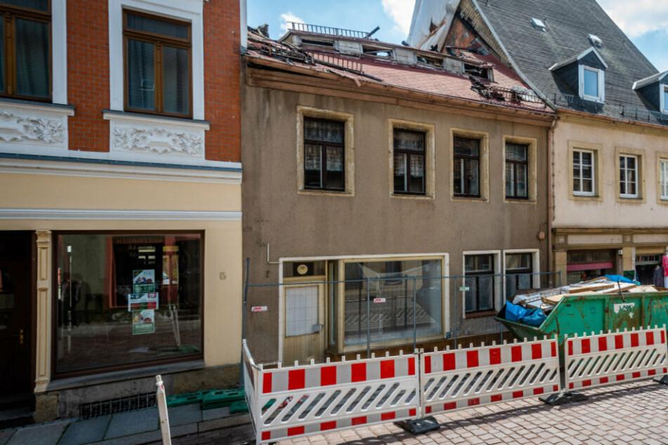 """Wer hat Hinweise zum Dachstuhlbrand? Versicherung setzt 10.000 Euro """"Kopfgeld"""" aus"""
