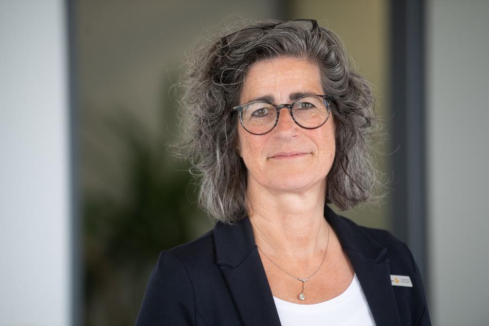 Dominique Scheuermann, Leiterin des Gesundheitsamt des Landkreises Esslingen, steht in ihrem Büro.