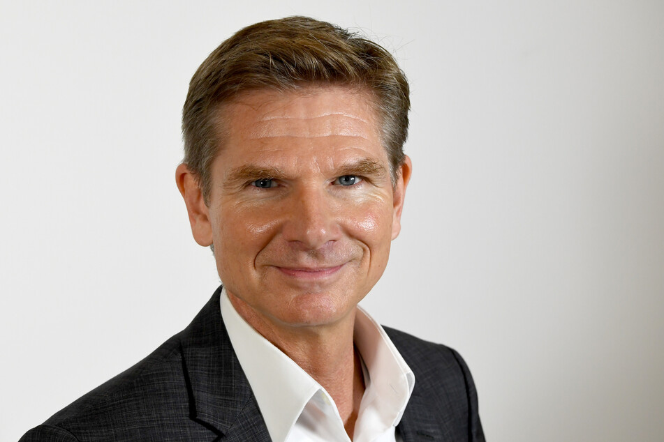 Heiner Garg (FDP), Minister für Soziales, Gesundheit, Jugend, Familie und Senioren des Landes Schleswig-Holstein, steht im Landeshaus.