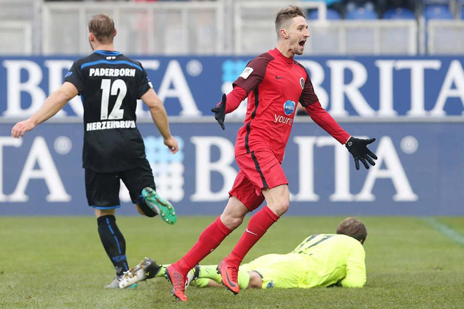 Stephan Andrist freut sich, SCP-Keeper Zingerle zum 1:0 überwunden zu haben.