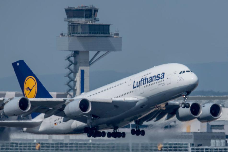 Weil ein ungewöhnlicher Geruch in der Luft lag, musste eine Lufthansa-Maschine in Athen außerplanmäßig zwischenlanden. (Symbolbild)