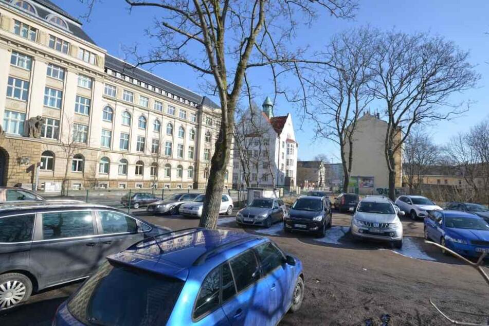 Hier am Hartmanplatz baut die Stadt eine neue Oberschule. Die soll nun aber nicht mehr nur drei-, sondern vierzügig werden.