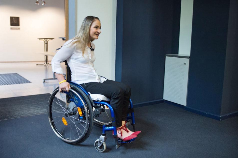 Im Rollstuhl, aber gut gelaunt kam Kristina Vogel zu dem Termin im Unfallkrankenhaus Berlin-Marzahn.