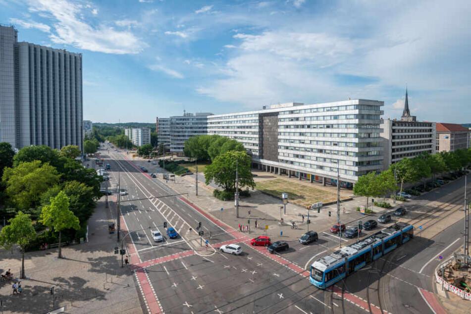 Blick in die Brueckenstrasse in Chemnitz. Hier soll einen neue Strassenbahnlinie gebaut werden.